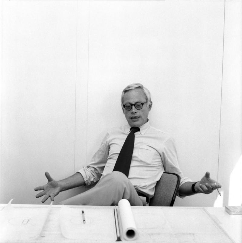 Dieter Rams um 1975 in seinem Büro der Braun Gestaltungsabteilung, Archiv Dieter Rams